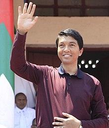220px-Andry_Rajoelina_greeting_crowd.jpg